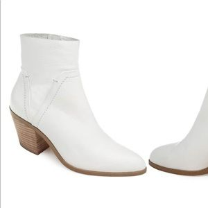 Splendid white booties